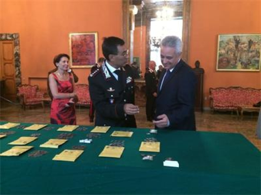Българският посланик в Рим Марин Райков и полк. Кортелеса на церемонията в посолството ни.