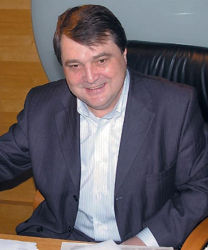 """Г. Ганджов получи голямата награда за строителството на хотел """"Радуга"""""""