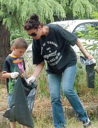 Благоевградчани жертваха съботата си за почистване на парка