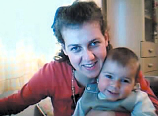 Снимка на Сп. Митрова и дъщеричката й Сузана, свалена от личния й компютър в дома й в Гевгелия