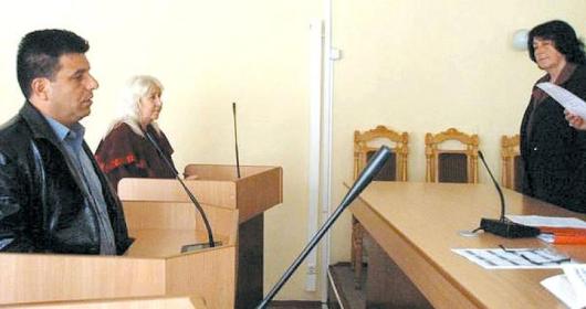 38-годишният Николай Методиев /вляво/ бе осъден на 6 месеца пробация за предложен подкуп от 10 лв