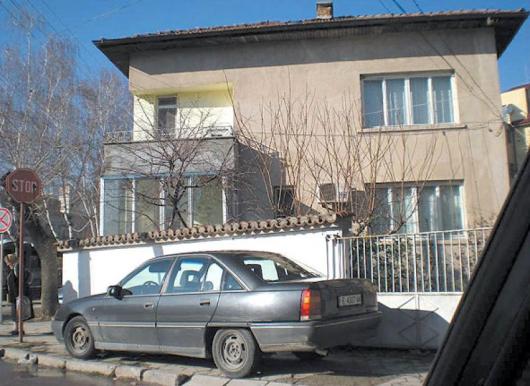 Къщата на отец Лукилиан и сестра му Лиляна