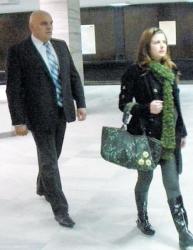 Кр. Крулев и съпругата му Димитрина дойдоха заедно в съдебна зала