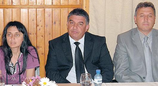 Председателят на журито проф. Л. Пейчева, областният управител В. Смиленов и кметът на Разлог Кр. Герчев обявиха победителите