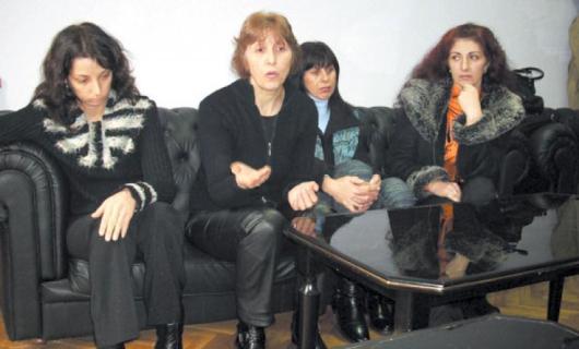 Членовете на комисията: Стойка Велева, Валентина Азова, Лиляна Бакърджиева, Лили Гогова и Иван Мировалиев