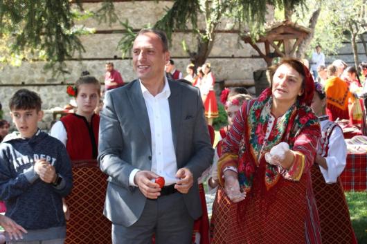 Резултат с изображение за Предпразнични ритуали на Велики Четвъртък в Банско