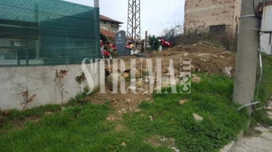 Ето така се погребват хора в гробището на Грамада