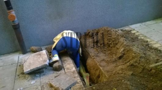 Искра показва дупката