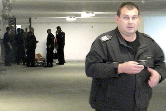 Колабиралият арестант бе изнесен на носилка от подземния гараж на Съдебната палата