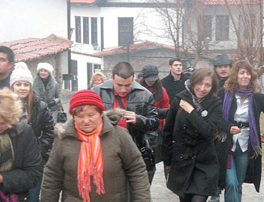 """Младежи от 4 континента се дивиха на красивия благоевградски кв. """"Вароша"""""""