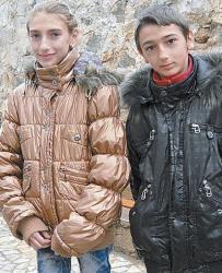 Именячката Мина с брат си Християн