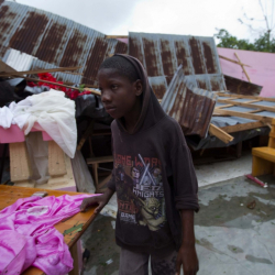 В Хаити ураганът остави много хора без подслон. Сн.: БТА