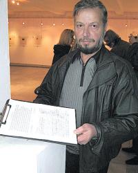 Г. Стойчев е доволен, че заради подписката влизат повече хора в изложбените зали на Благоевград