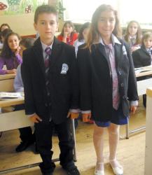 Истинско предизвикателство се оказала идеята да се облекат ученици от I до ХII клас в униформа