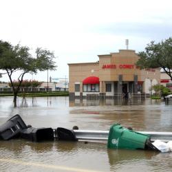 Наводнение около шопинг център в Хюстън. Сн.: БТА