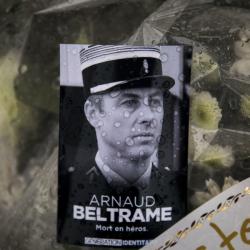 Почит към жандармериста Арно Белтрам, който загина при атентата в супермаркета в Треб, Франция. Сн.: БТА