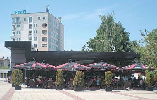 """Собствениците на """"Баркод"""" утроиха масите в заведението, вместо да изпълнят предписанията на РДНСК"""