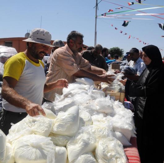 Хуманитарна помощ от Беларус за евакуираните от Дарая, западно от Дамаск. Сн.: БТА