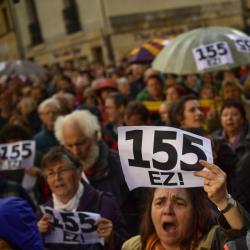 Протест в Памплона (в страната ба баските) срещу чл. 155 от конституцията, който позволява отнемане на автономията на област. Сн.: БТА