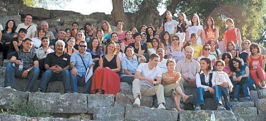 Ученици и учители - участници в проекта на римския амфитеатър вКастабала