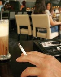 Предвижда се отново да се пуши в обособени помещения и след 22 ч. Сн.: EPA/БГНЕС