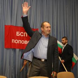 Ген. Радев допълни, че българите не трябва да приемат страната ни да е най-бедната и изостанала в ЕС. Сн.: БСП