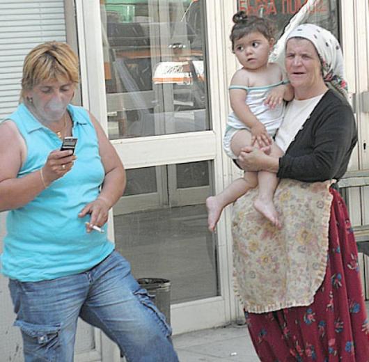 Въпреки видимо спокойното състояние на малката Зейнеп от с. Кочан докторите от Гоце Делчев и Благоевград изпратиха детето за наблюдение в