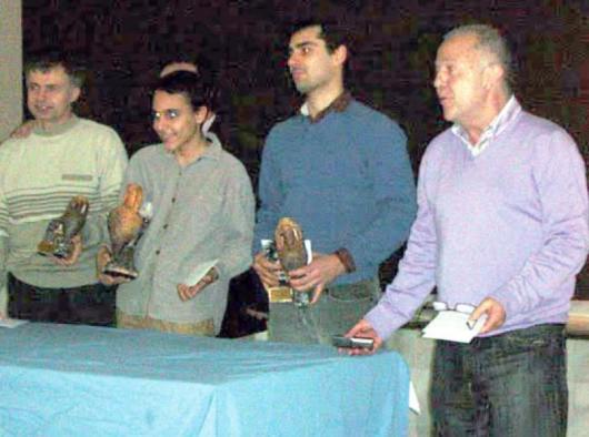 Й. Иванов, К. Бербатов и Ф. Пералта /отляво надясно/ с наградите си в Рокетас де Мар