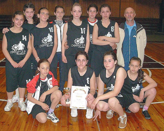 Момичетата от Кресна трудно скриваха сълзите си от пропуснатия шанс да отидат на финал
