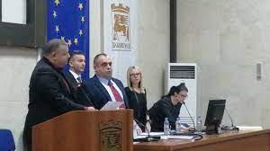 Говорилня! Съветникът от БСП д-р Вл. Пандев се заяви като опозиция в местния общински съвет, задавайки на новия кмет въпроси, по които пред екипа