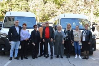 Община Благоевград с два нови микробуса за нуждите на социални центрове